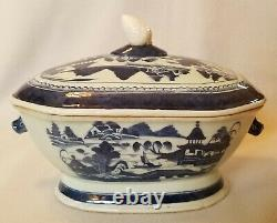 19th Century Chinese Export Porcelain Blue Canton Soup Tureen Make-Do Finial