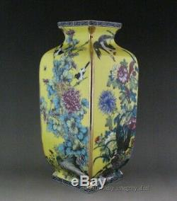 A Pair Perfect Chinese Porcelain Gilt Yellow Famille Rose Quartet Vases Mark