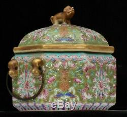 A good quality Chinese antique porcelain lidded box, 19th century