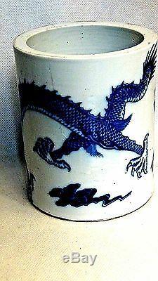 ANTIQUE 18c-19c CHINESE B&W PORCELAIN 5-CLAWED DRAGON BRUSH POT KANGXI MARK