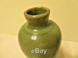 ANTIQUE CHINESE MING DYNASTY LONGQUAN CELADON PORCELAIN VASE With WOODEN STAND