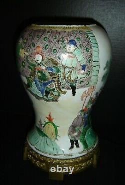 Antique Chinese Kangxi Reign Wucai Famille Verte Porcelain Vase Emperor Warriors