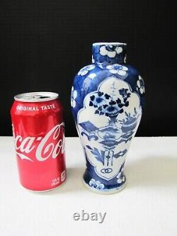Antique Chinese Qing Dynasty Kangxi Period 18th C Blue on White Porcelain Vase