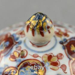 Chinese Porcelain Teapot, Kangxi Period, Imari Decoration, 17th / 18th century