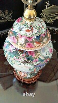 Chinese Rose Medallion Porcelain Table Lamp