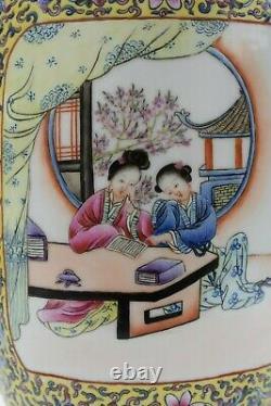 Chinese famille rose Porcelain vase 50's 60's 70's Qianlong Mark
