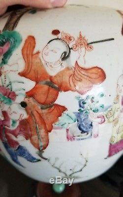 Exceptional Pair of 19th Century Qing Chinese Porcelain Jars