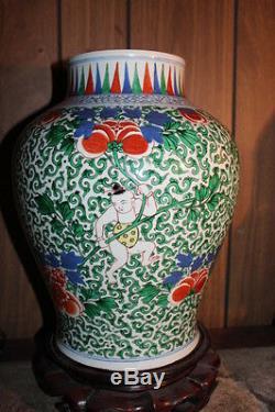 Kangxi Chinese hand painted porcelain vase