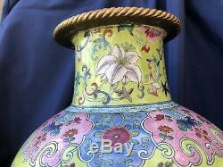 Superb Chinese Famille Rose Porcelain Vase Qianlong Jiaqing Lime Green